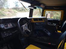 reichhaltige Ausstattung im Hummer H1
